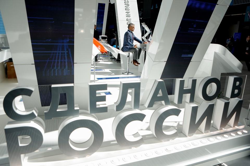 Российским малым и средним компаниям помогают выходить на зарубежные рынки. Предприниматели участвуют в бизнес-миссиях, международных выставках, сертификации и грамотной упаковке продукции. Фото: Росконгресс.