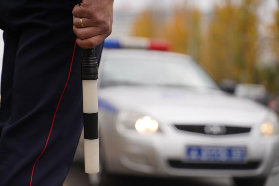С места ДТП несовершеннолетнего водителя доставили в больницу. Сейчас полиция выясняет, откуда подросток взял автомобиль.