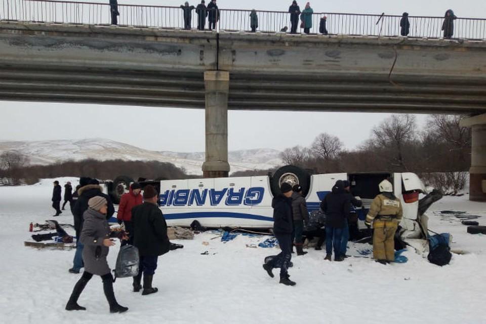Предприниматель, который организовал рейс автобуса, упавшего с моста в Забайкалье, отправлен под домашний арест. Фото: СУ СК России по Забайкалью