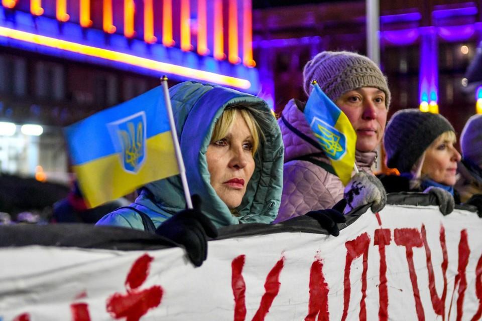 Несмотря на выходные, на Украине вовсю кипит политическая жизнь.