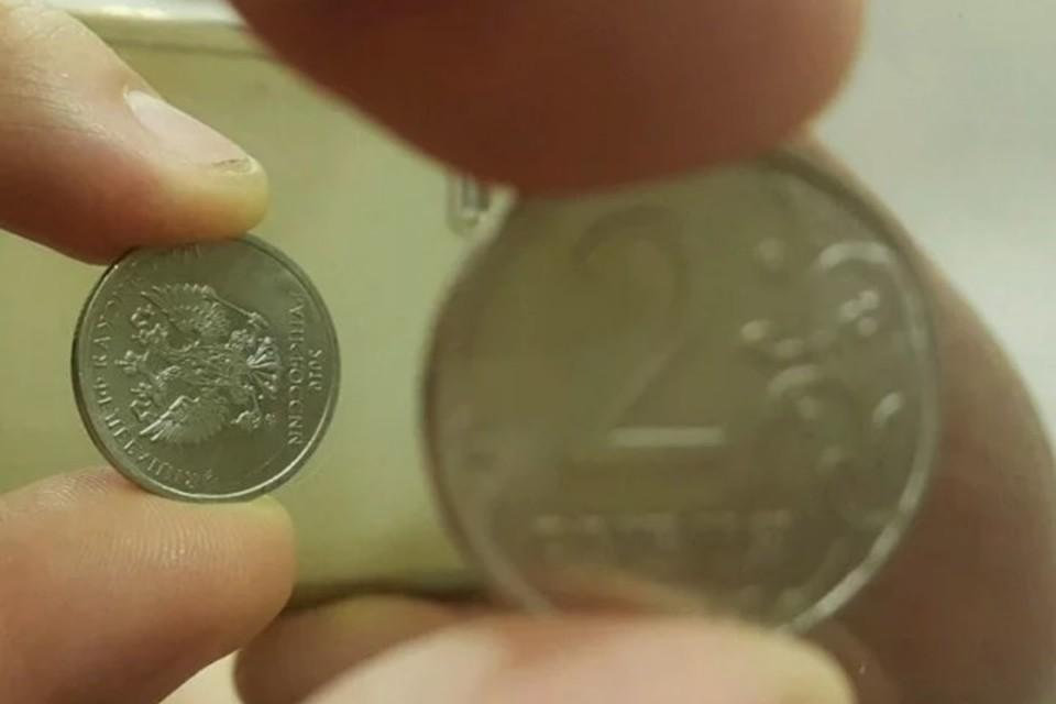 Петербуржец предлагает купить у него бракованую монету за миллиард рублей. Причина в редком браке - аверс развернут на 90 градусов относительно реверса. Фото: скриншот сайта Avito