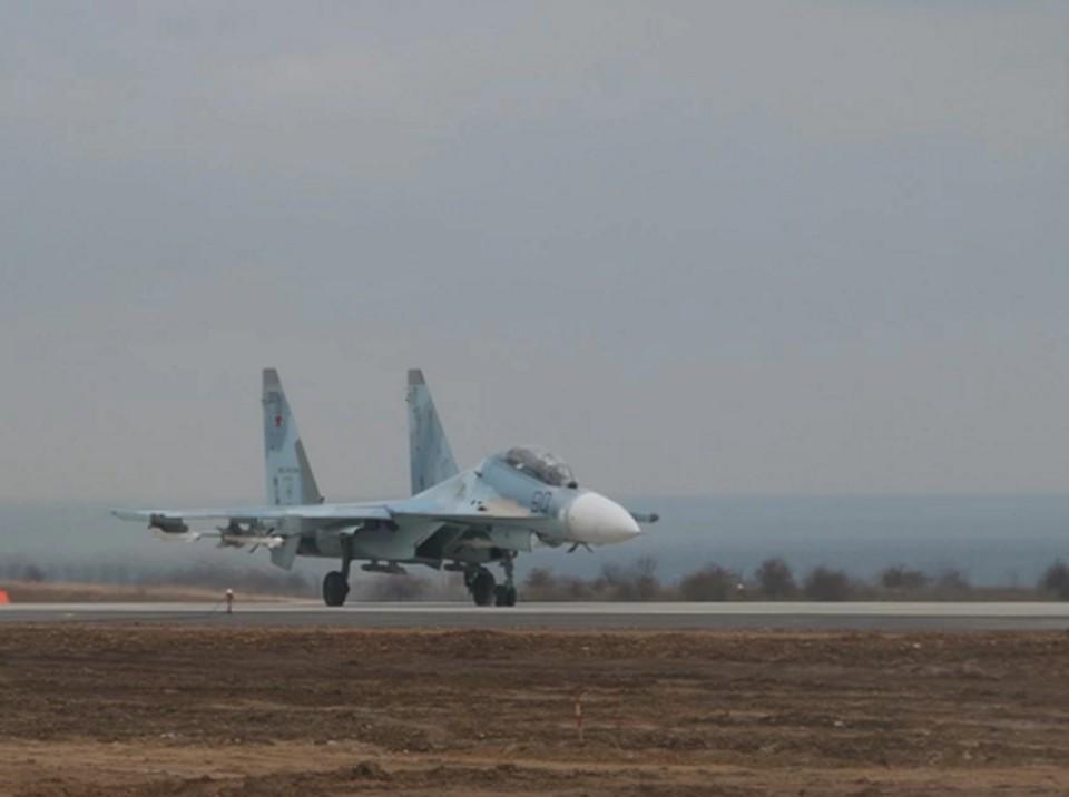 При определенных погодных условиях гражданский самолет может использовать «Бельбек» и как запасной аэродром
