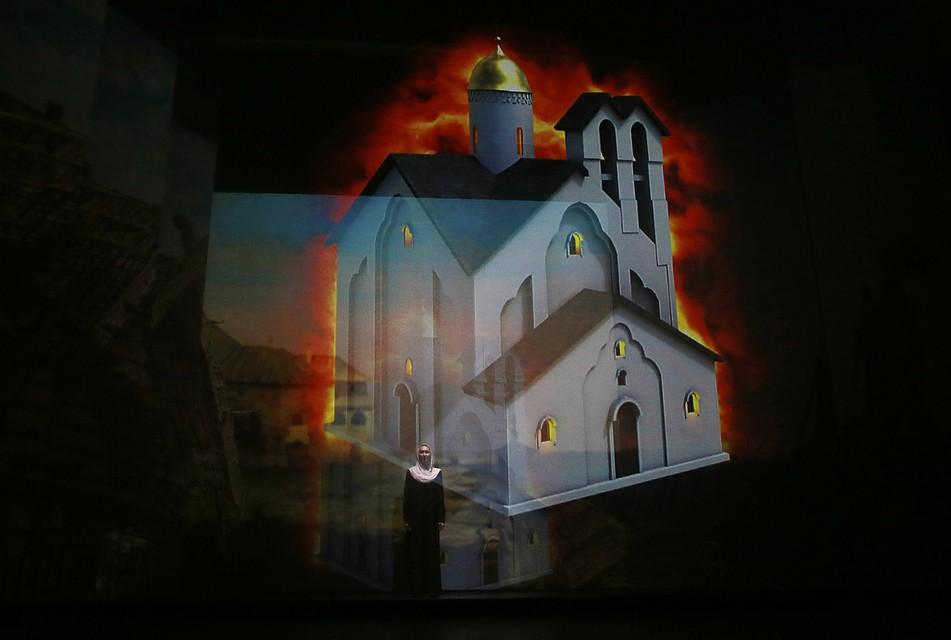 Фото: Андрей Кокшаров. Зрители узнали, как выглядели засыпанные землей псковские церкви.