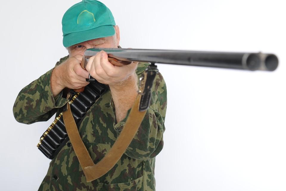 Житель Путятина - явно не снайпер.