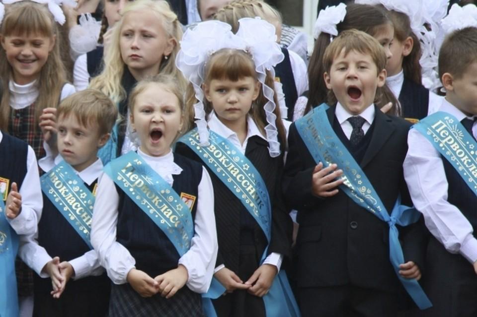 """Раз в две недели детей в Борисовке строят на """"линейки позора""""."""