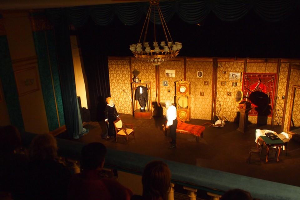 """Постановкой """"Три шутки"""" открылся новый театр в Донецке"""
