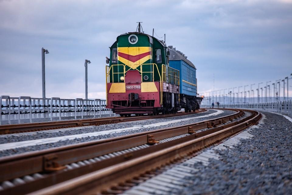 Первые поезда пойдут по Крымскому мосту 23 декабря. Фото: Росавтодор
