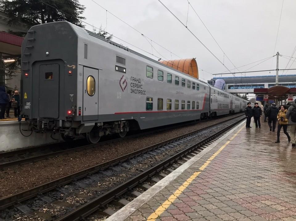 """Поезд """"Москва-Симферополь"""" прибыл на вокзал крымской столицы к 9 часам"""