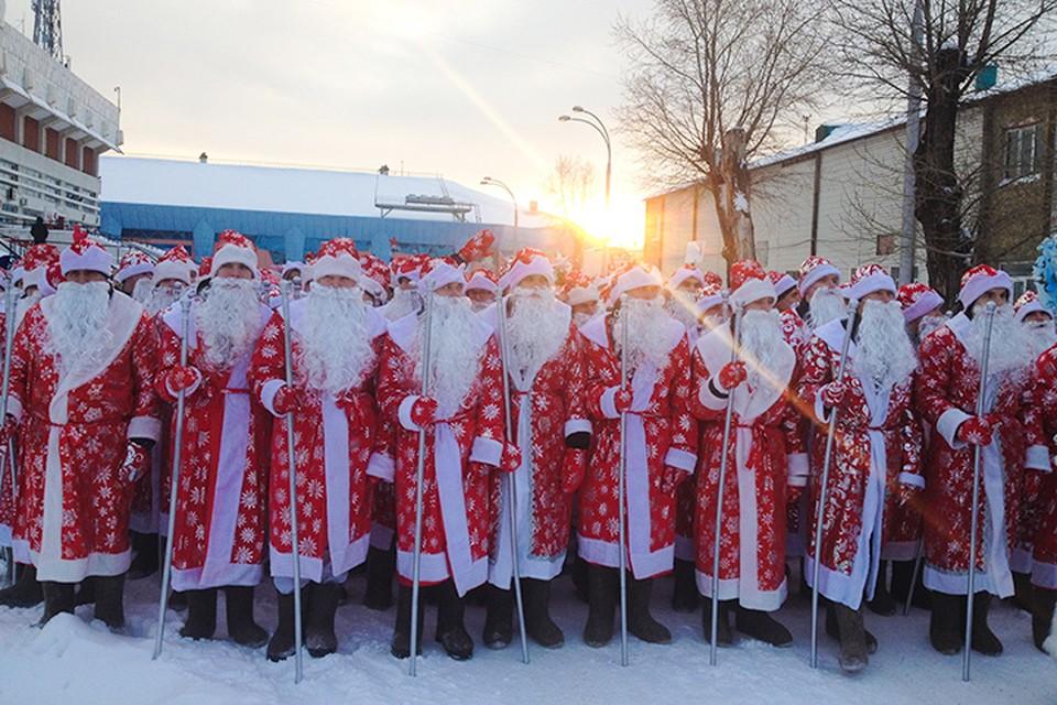 На парад в Кемерово приехали Деды Морозы со всего Кузбасса.