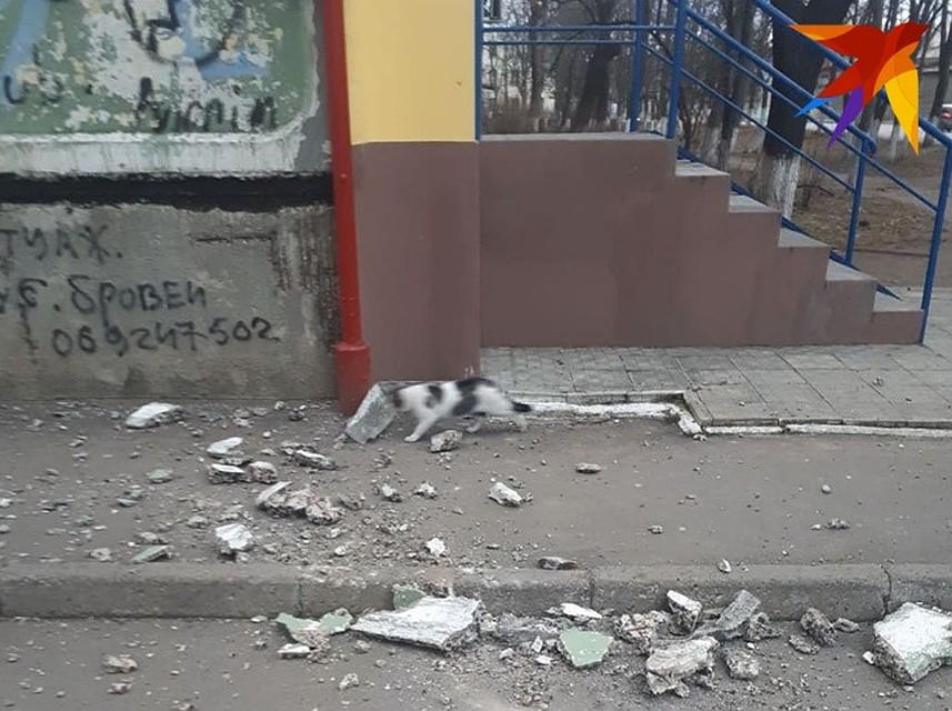 «Чудом плита не убила мам с детьми»: в кишиневском доме обвалилась часть стены