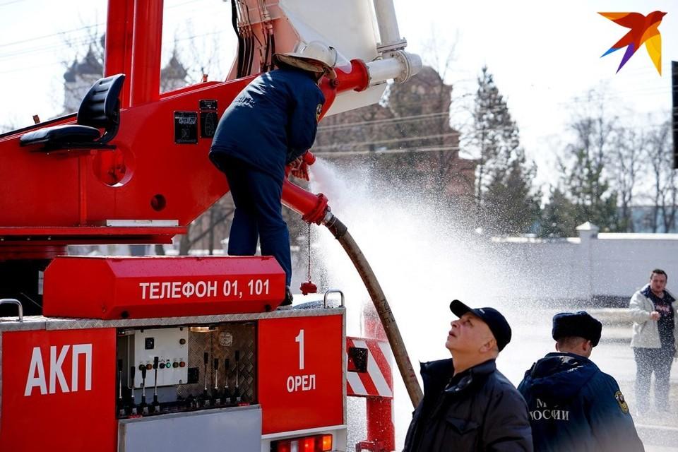 В Орле пожарные спасли пенсионерку из горящей квартиры