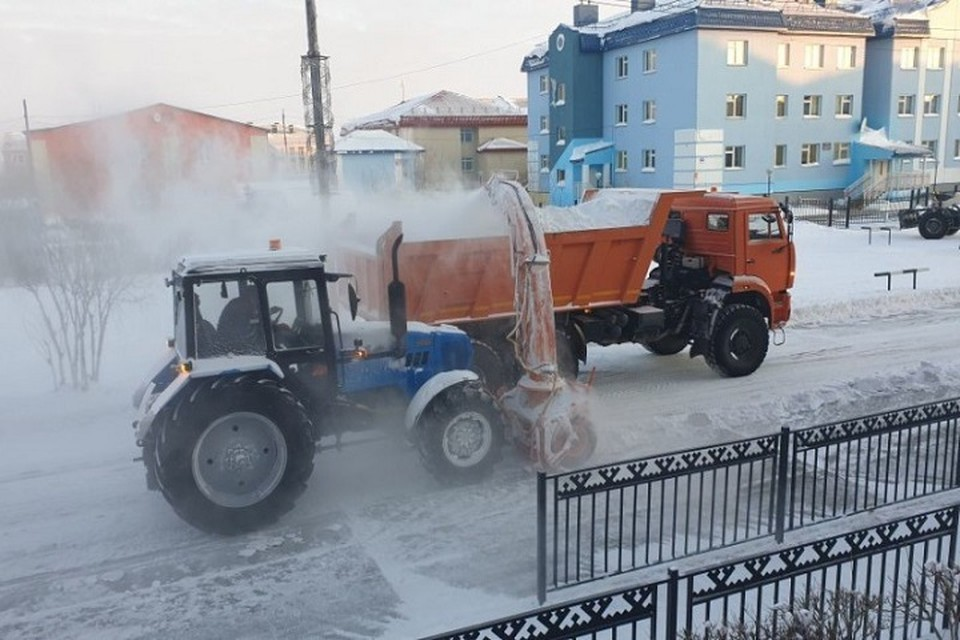 На улицах Яр-Сале снегоуборочная техника работает безостановочно Фото: