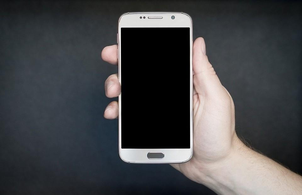 Ураец подарил украденный телефон своей супруге