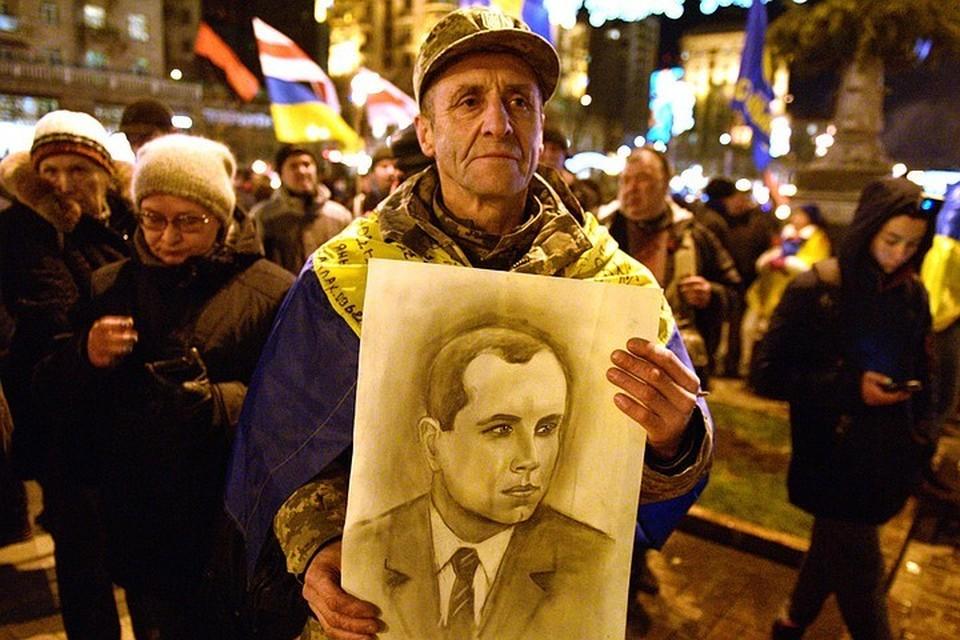 Как в столице Украины отпраздновали Новый год под портретом Бандеры и готовятся к Крещению под кипяток