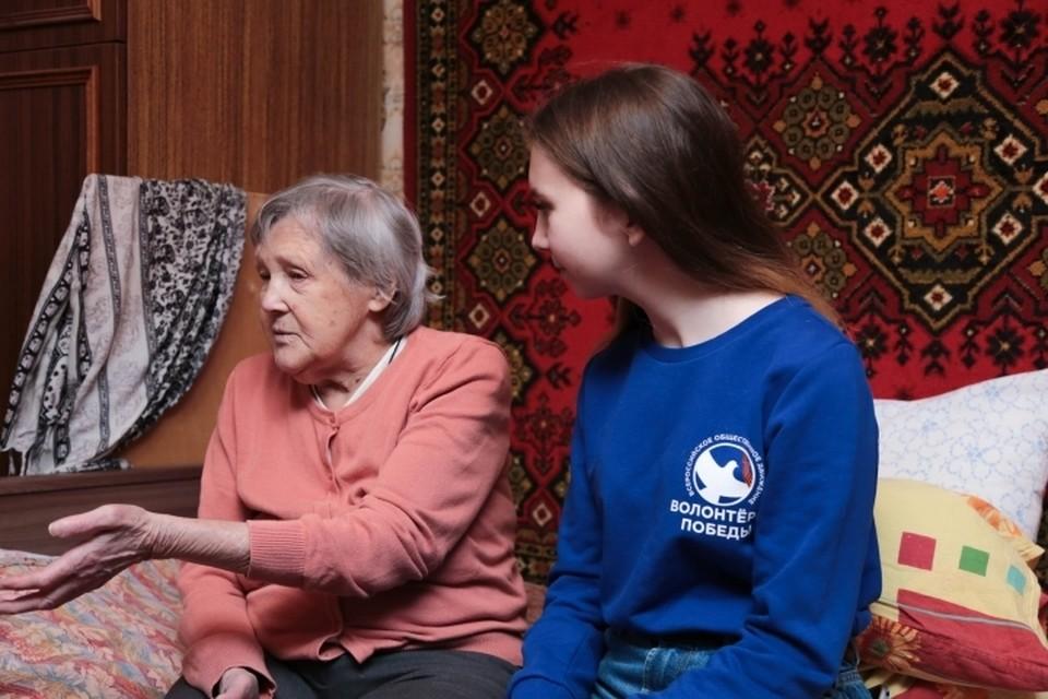 94-летняя блокадница Валентина Алацкая уже поблагодарила молодежь за бесценную помощь. Фото: vk.com/spb_kpmp