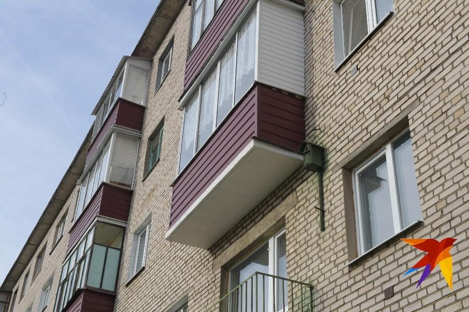 Рязанка закрыла на балконе двоих малолетних детей.