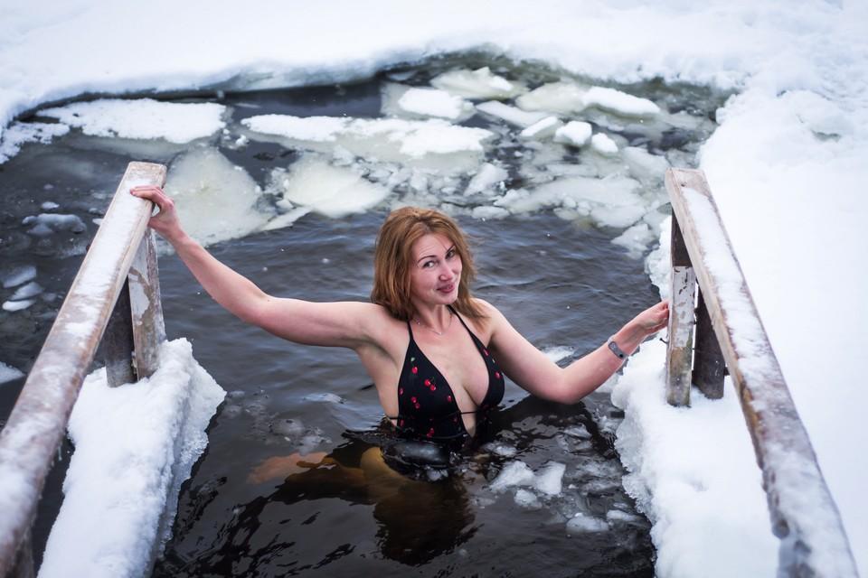 Елена получает в ледяной воде огромный заряд энергии