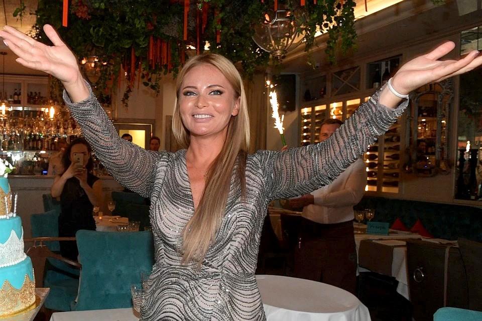 Дана Борисова говорит, что у нее нет отбоя от поклонников, которые мечтают познакомиться с ней поближе.