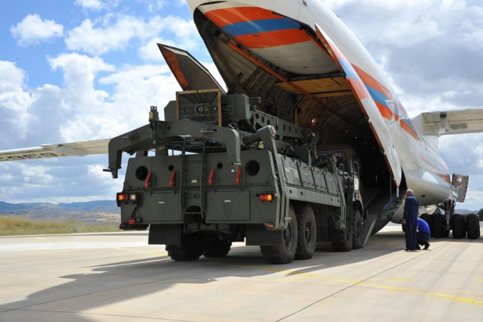 Только за 2018 год нам должны 3 миллиарда долларов за уже отправленные заказчикам современные вооружения.
