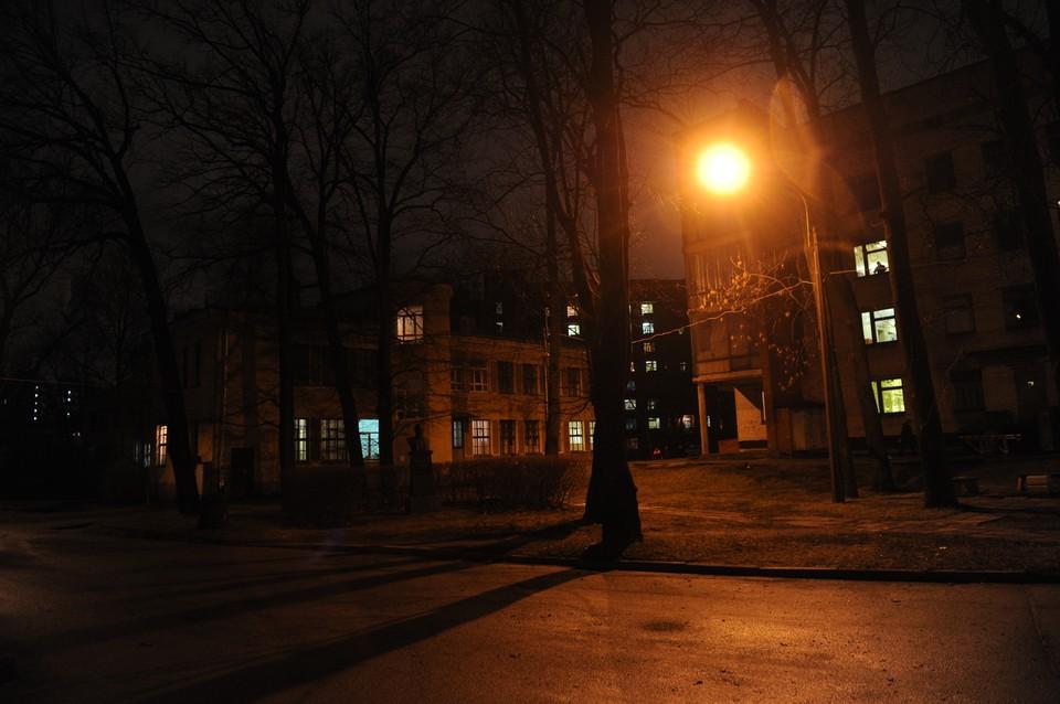 В Невском районе девушку убило током от оголенных проводов.