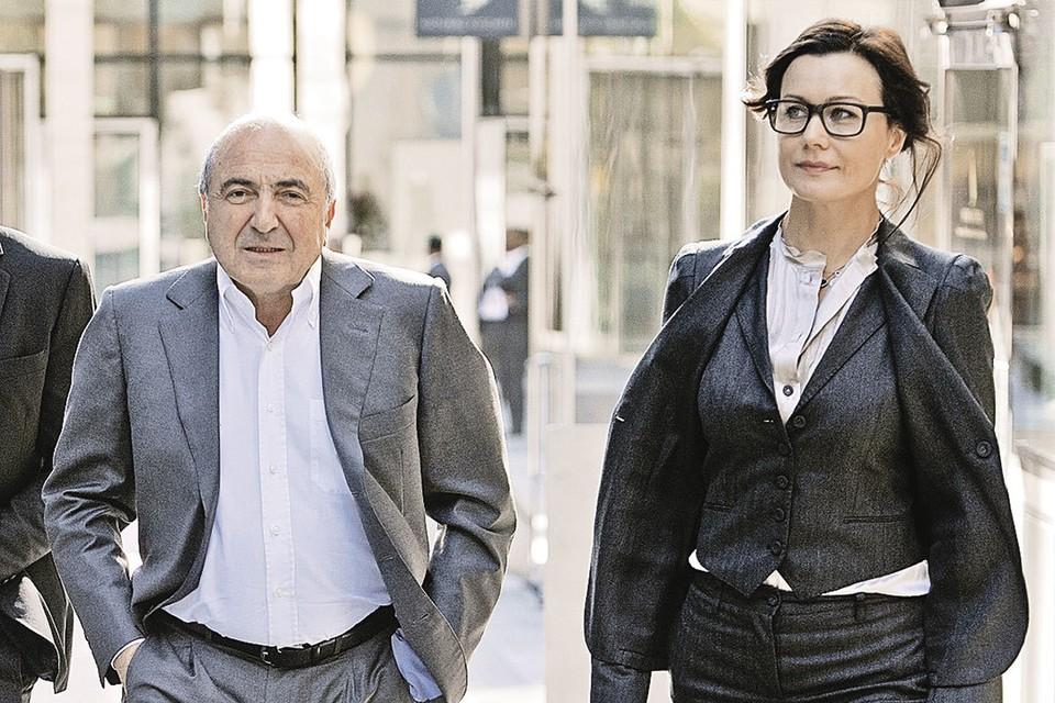 Август 2012 года, Лондон. Березовский и его гражданская жена Елена направляются в суд: идет тяжба с Романом Абрамовичем.