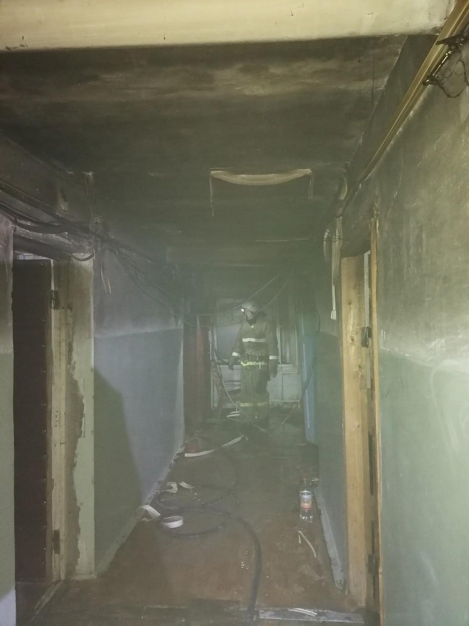 Спасатели эвакуировали 25 человек из-за пожара в Мценске. Фото: пресс-служба МЧС России по Орловской области