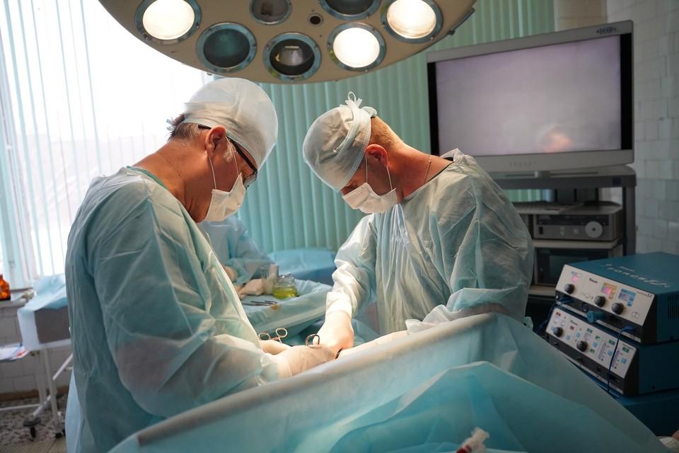 В военном госпитале проводятся сложнейшие операции