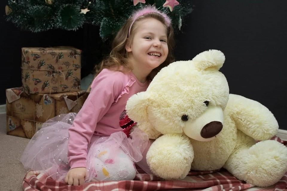 Диана растет доброй и улыбчивой девочкой.