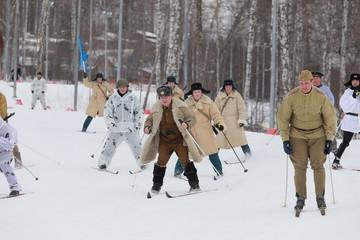 Мэр в офицерском полушубке, гимнастерки на детях: Красноярск вышел на «Лыжню России»