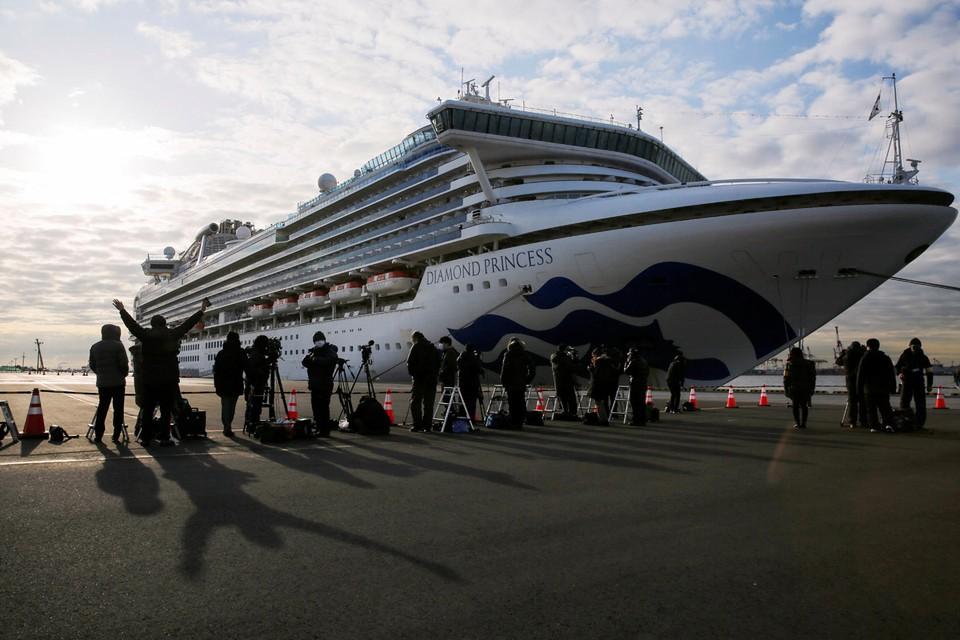 Количество заболевших коронавирусом на круизном лайнере Diamond Princess, который стоит у берегов японского города Йокогама, достигло 218 человек.