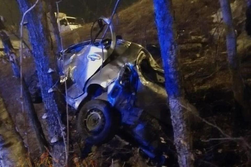 Автомобиль изрядно искорежило, пострадали три человека. Фото: dps.control