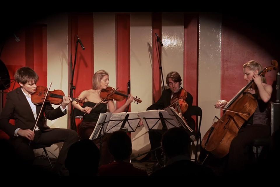 Государственная филармония Кузбасса приглашает зрителей на концерт Питера Донохоу и Sacconi Quartet. Фото: www.youtube.ru.