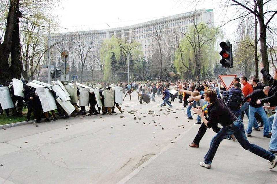 Сначала Евросоюз поддерживал в Молдове преступников во власти, а теперь «помогает» нам нашими же деньгами