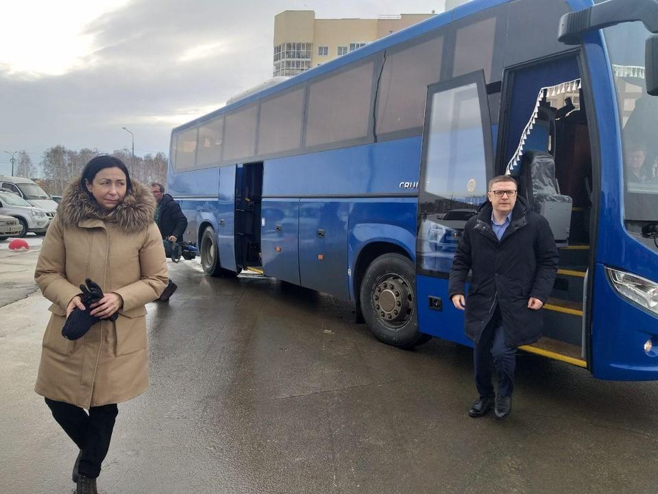 В автобусе вместе с чиновниками едет журналист КП-Челябинск.