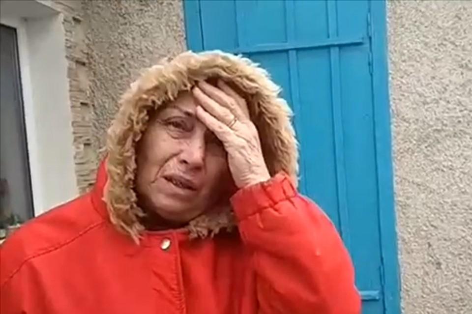 Бабушка Артема не может сдержать слез, говоря о внуке. Фото: кадр видео