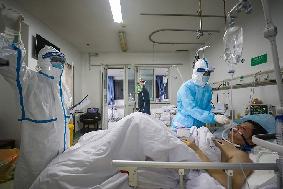 Всех, у кого обнаружили признаки коронавируса, отправляют в специальные госпитали. Там их кормят и лечат бесплатно