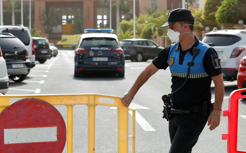 Испания, вслед за севером Италии, стала очагом распространения опасного китайского коронавируса в Европе.