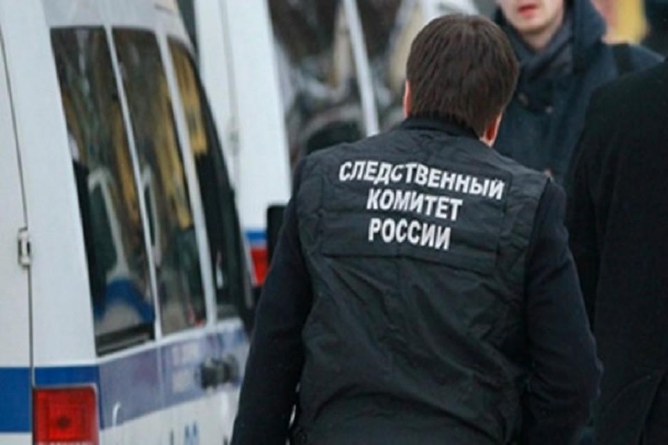 На месте нападения работали следователи, медики и полицейские.