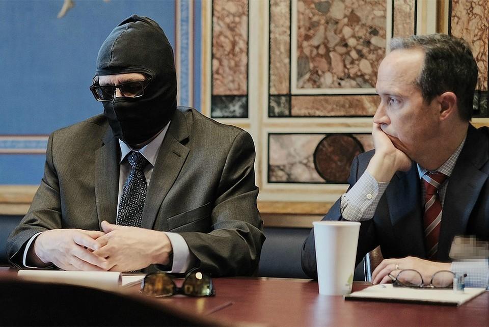 Григорий Родченков в маске. Фото: csce.gov