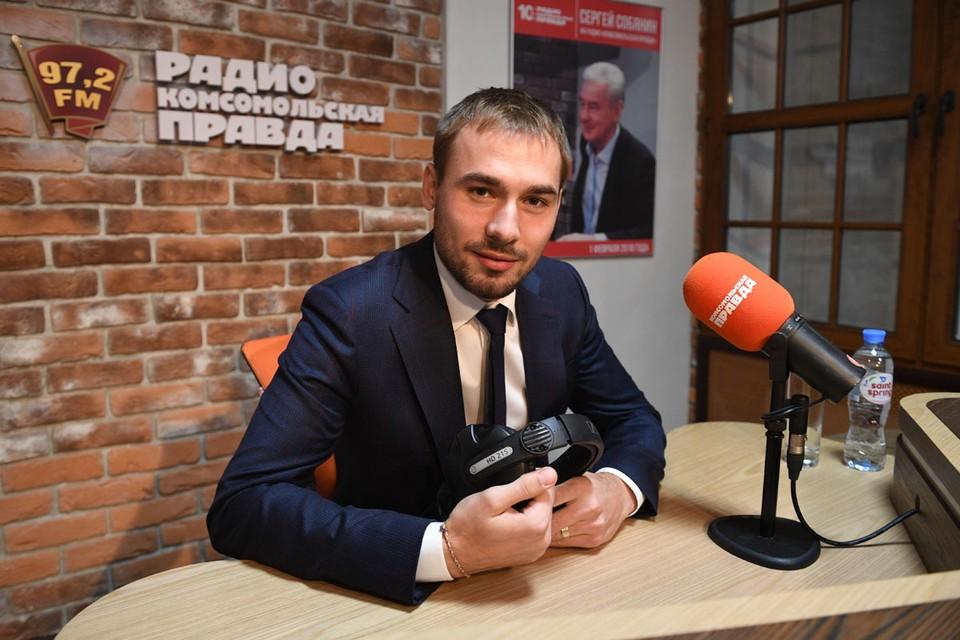 Антон Шипулин, который осенью стал депутатом Госдумы, внимательно следит за процессом.