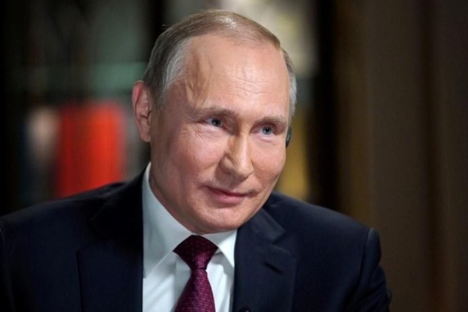 Президент России Владимир Путин поздравил женщин с Международным женским днем