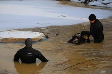 Красноярские спасатели возобновили поиск пропавших в октябре на реке Сейбе трех работников золоторудного прииска