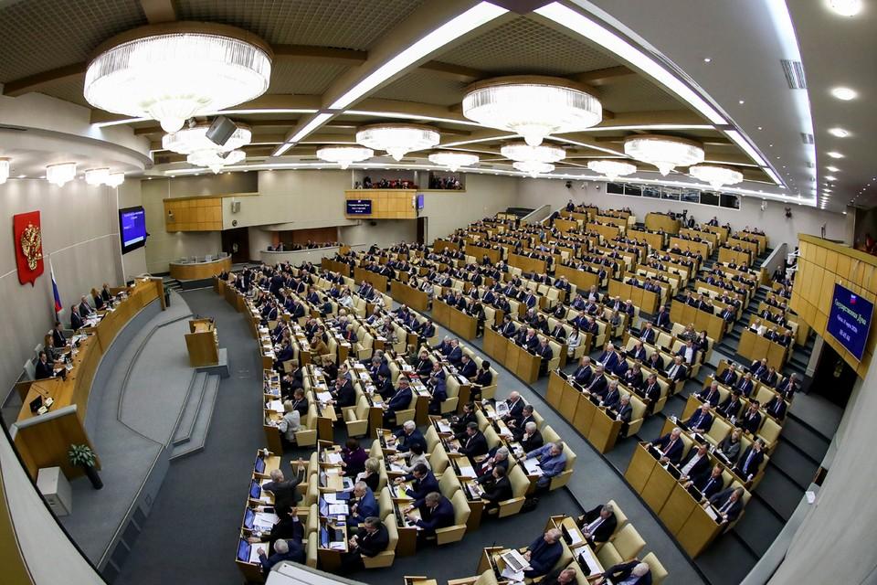 Нижняя палата российского парламента в третьем чтении приняла президентский проект о поправке в главный закон страны. Фото: Антон Новодережкин/ТАСС