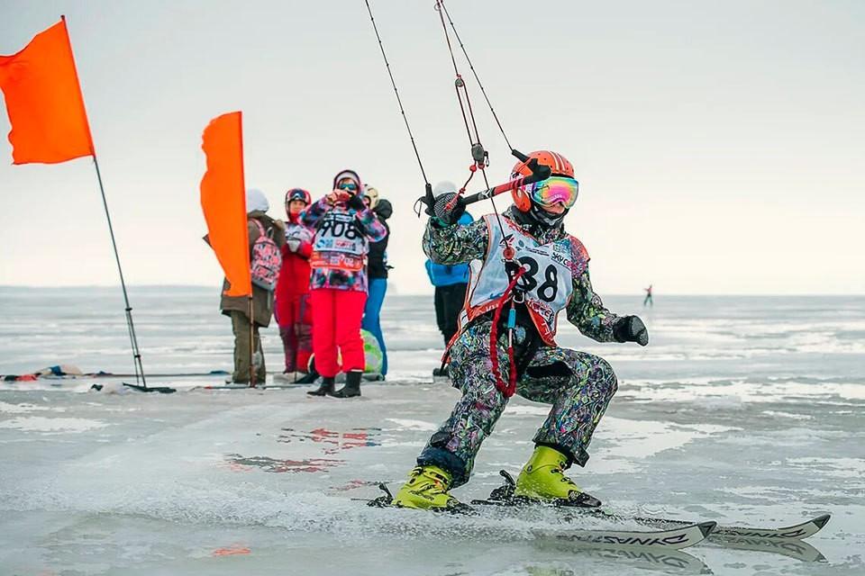 В первые весенние дни Автоград принимал профессионалов и любителей сноукайтинга со всего мира. ФОТО: SNOWKITERUSSIA