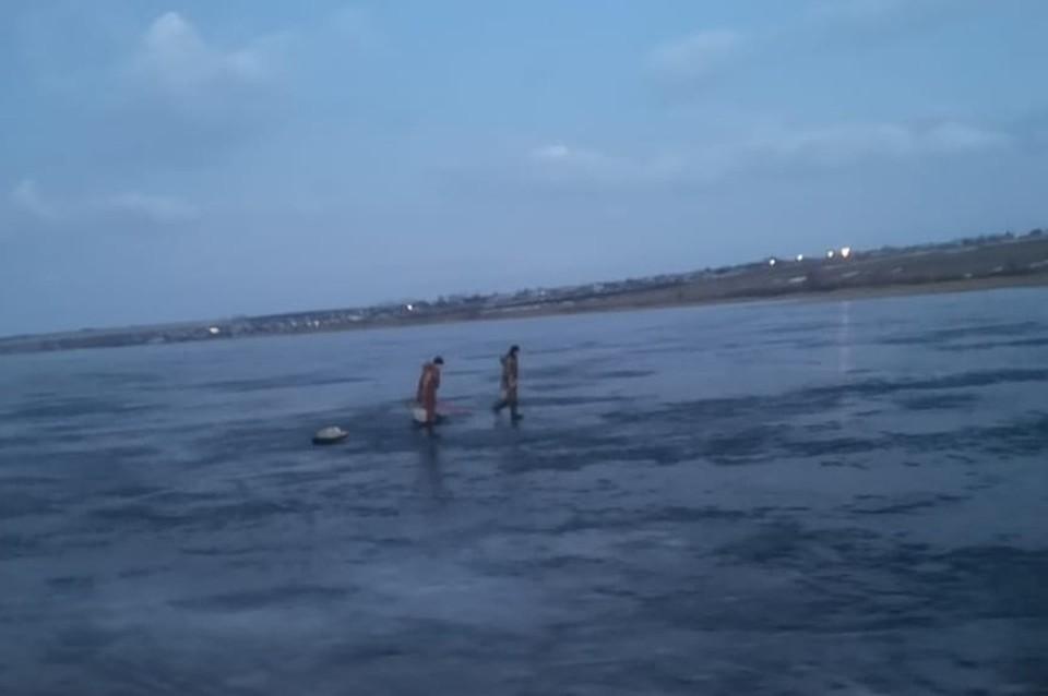 Рыбаков спасли с опасного льда