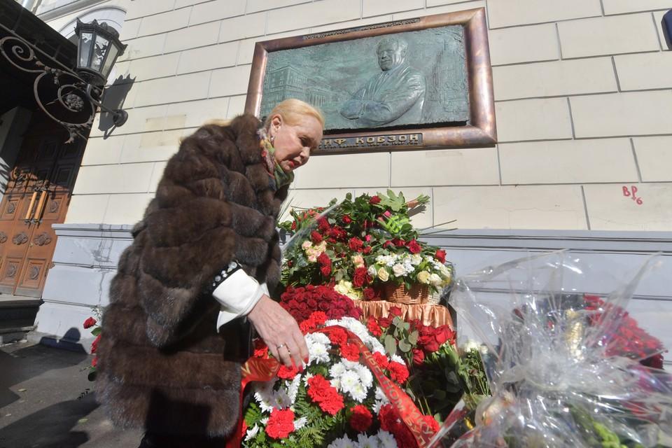 На здании «Гнесинки» открыли мемориальную доску великому певцу Иосифу Кобзону.