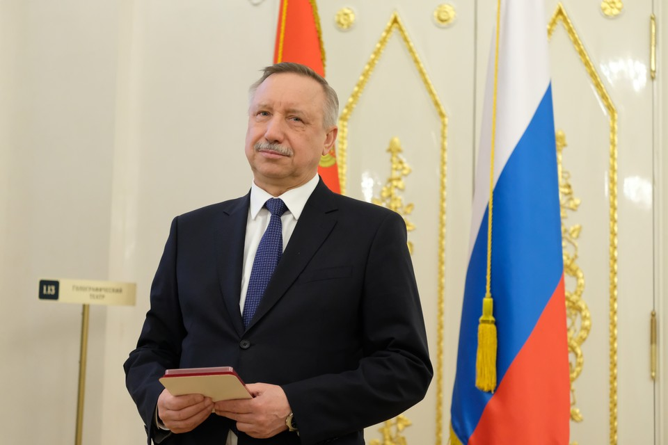 Алекандр Беглов попросил российских туристов не приезжать в Петербург.