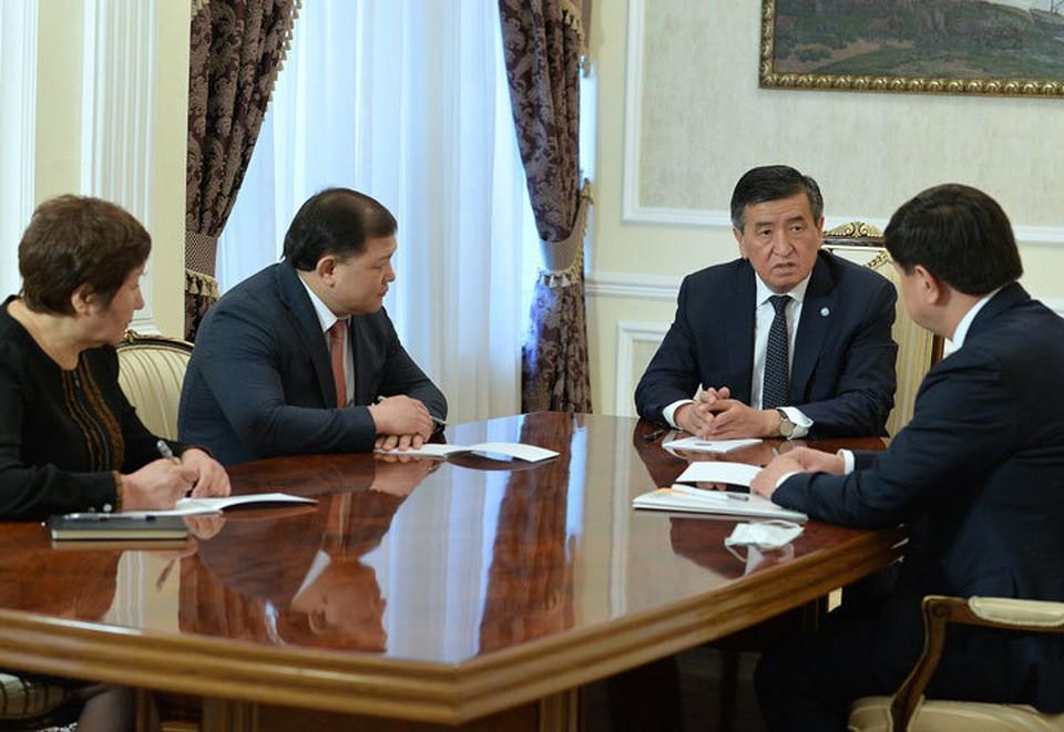 Президент объявил в трех городах Кыргызстана режим чрезвычайного положения.