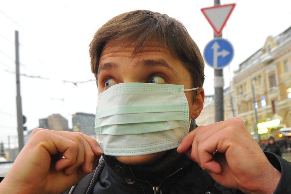 Московская полиция ищет преступников, которые обчистили склад с медицинскими масками на юге столицы.