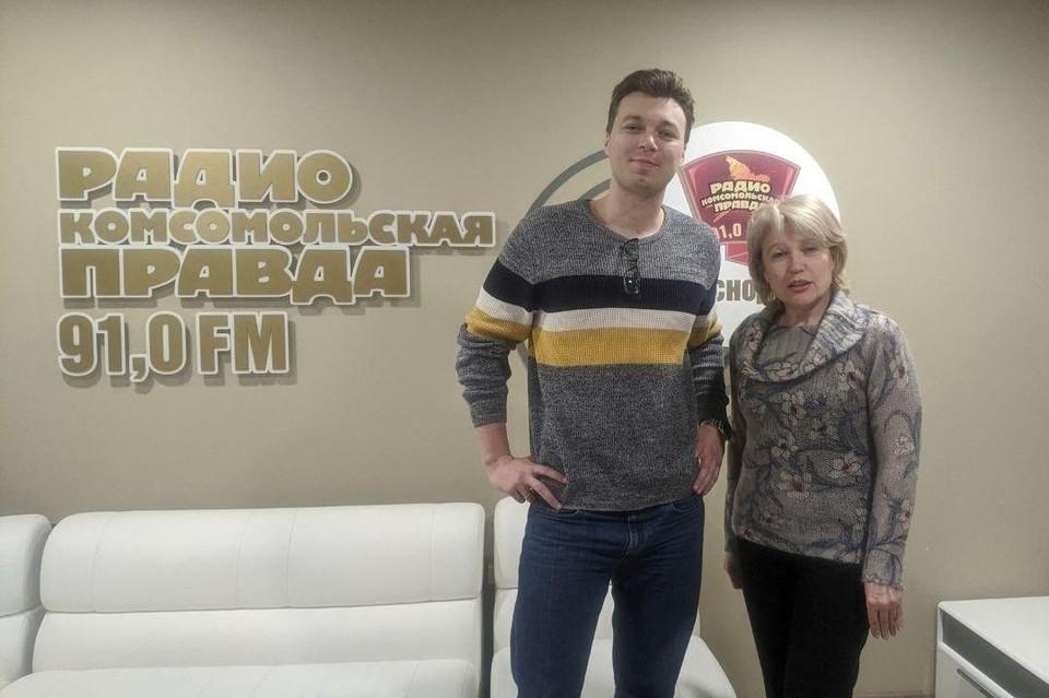 Слева Егор Казаков, справа Юлия Коваленко